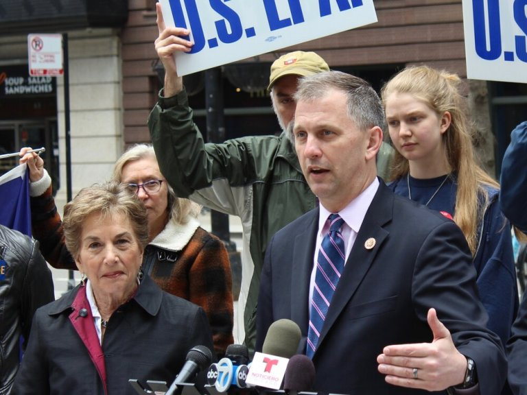 U.S. Reps. Jan Schakowsky and Sean Casten speak at an EPA news conference in Chicago last year. (One Illinois/Ted Cox)